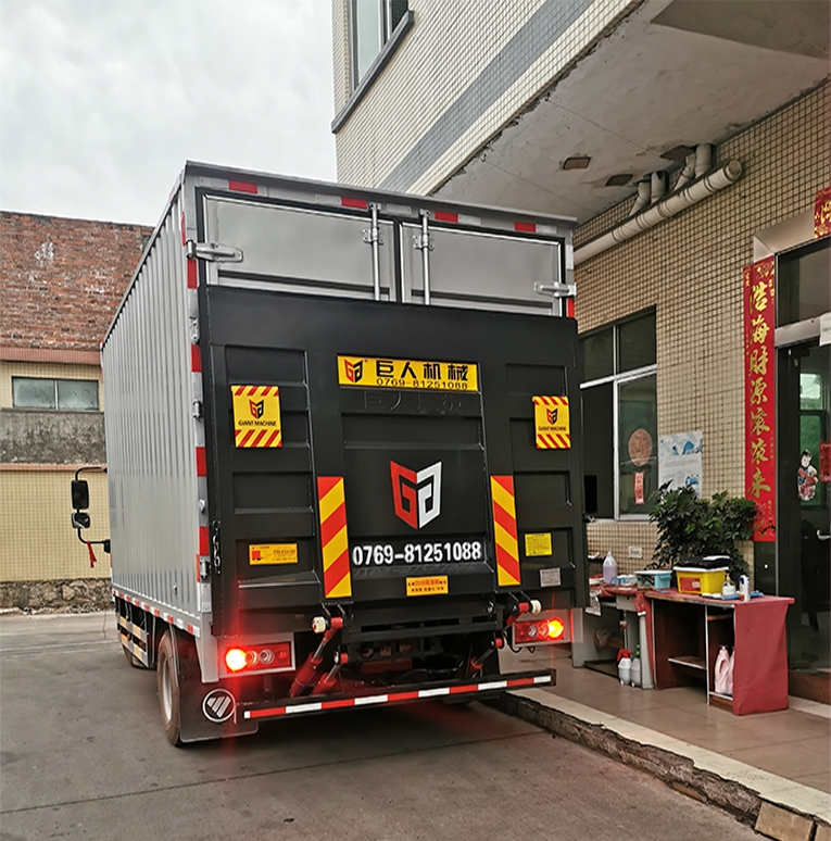 Light truck tailgate